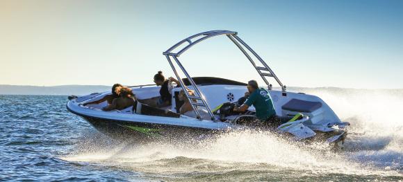 Découvrez les bateaux Sealver, les embarcations propulsées par une motomarine